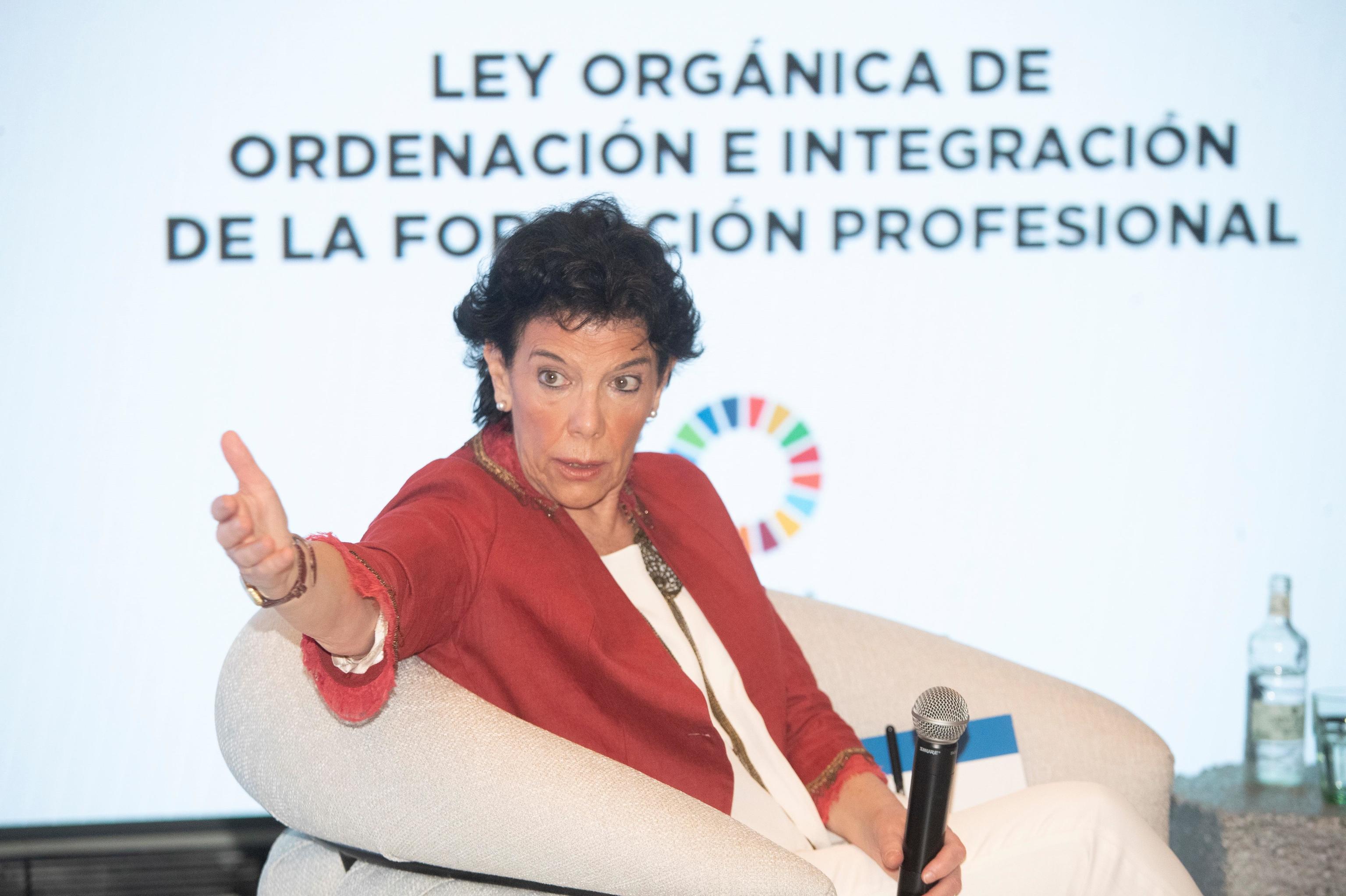 La ministra, Isabel Celaá, en la presentación de la Ley de FP.