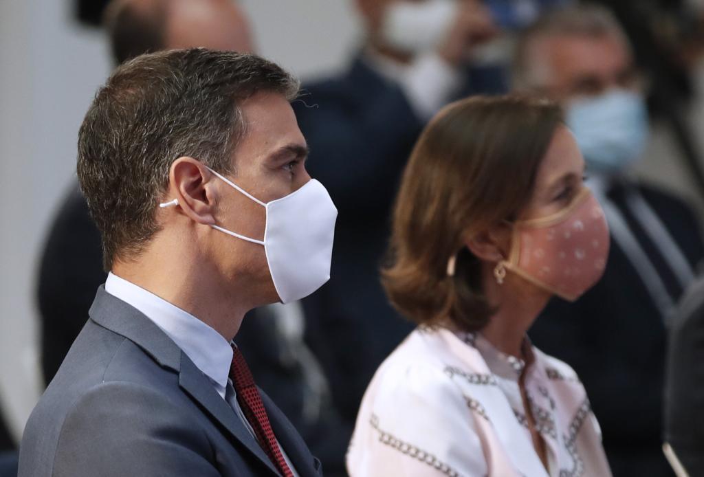 El presidente del Gobierno, Pedro Sánchez, y la ministra de Industria y Turismo, Reyes Maroto.