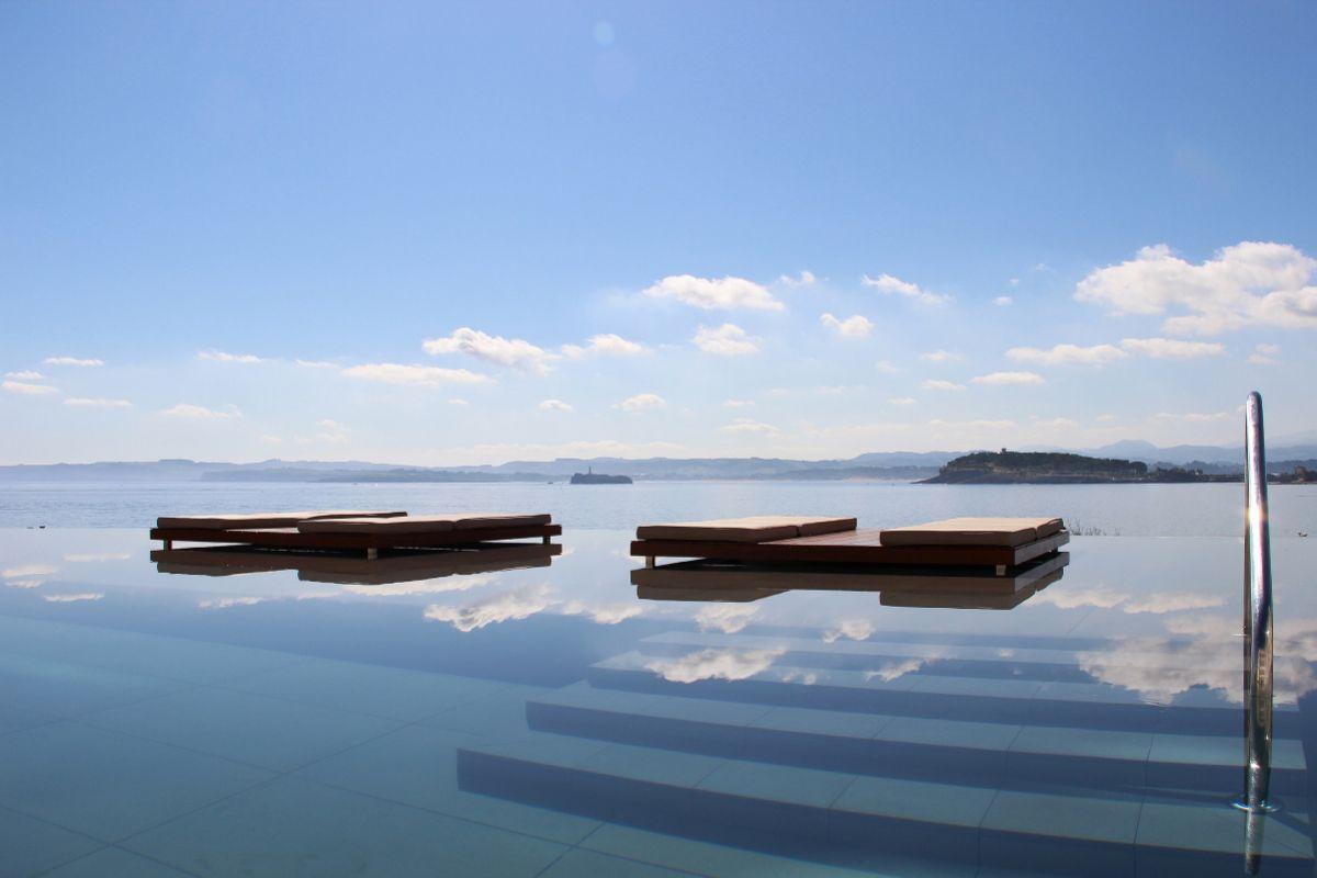 Infinity Pool del Hotel El Chiqui, de Santander.