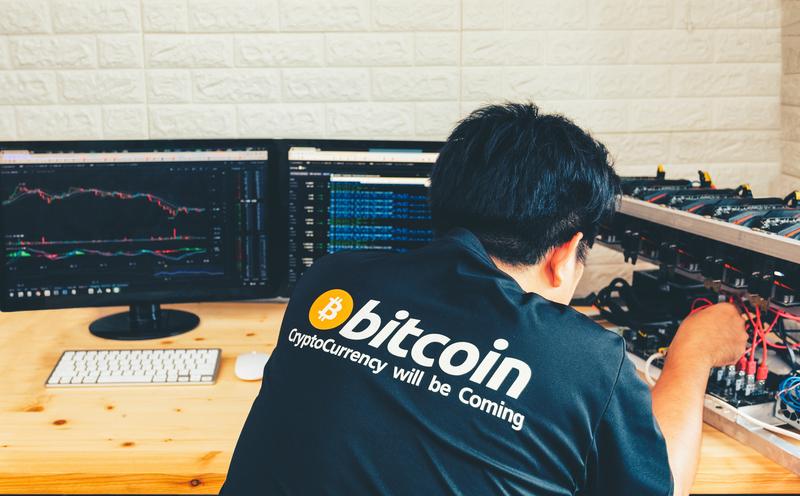 A los desencriptadores de las operaciones de bitcoin se les conoce como mineros.