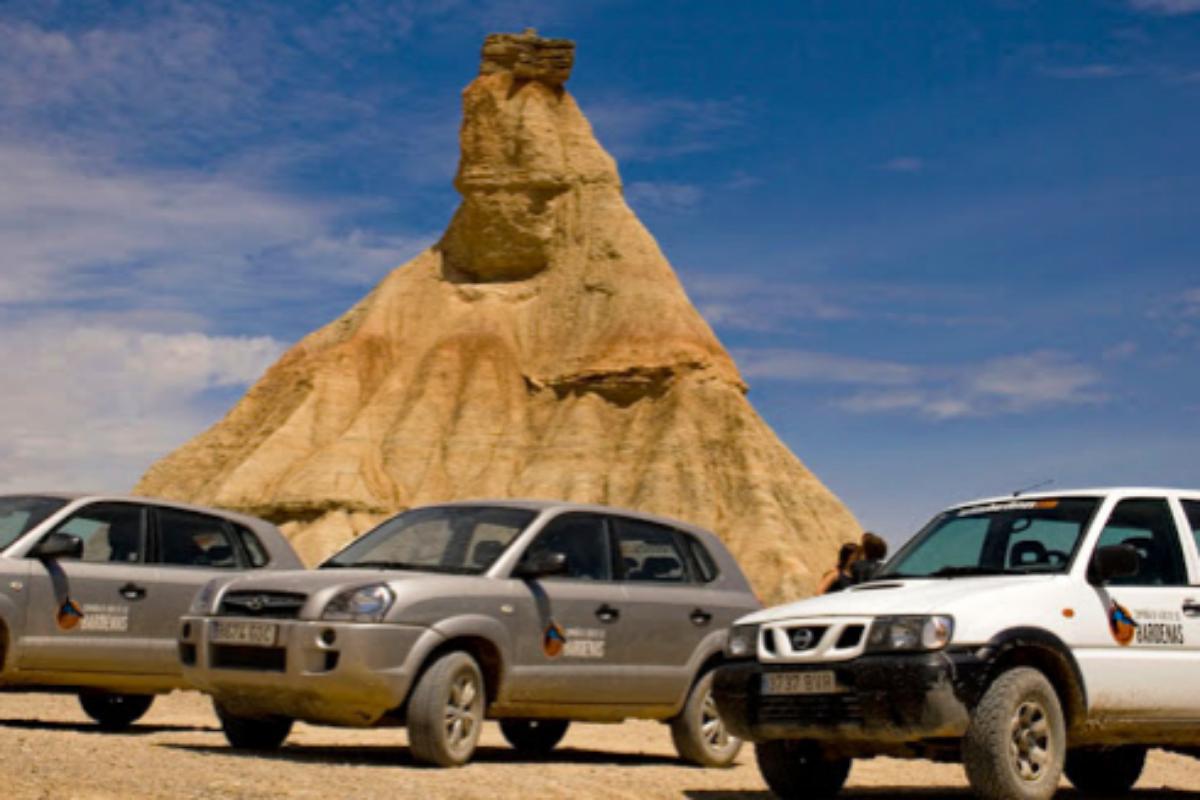La compañía de guías de las Bárdenas muestra el desierto navarro en todoterreno.
