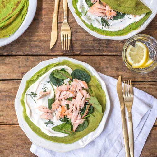 Crepes verdes de salmón ahumado y espinaca.