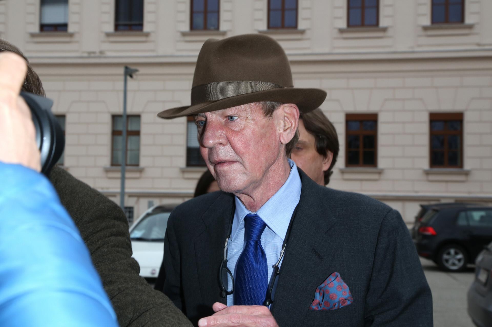 Ernesto de Hannover a su llegada al juicio en Wels, Austria.