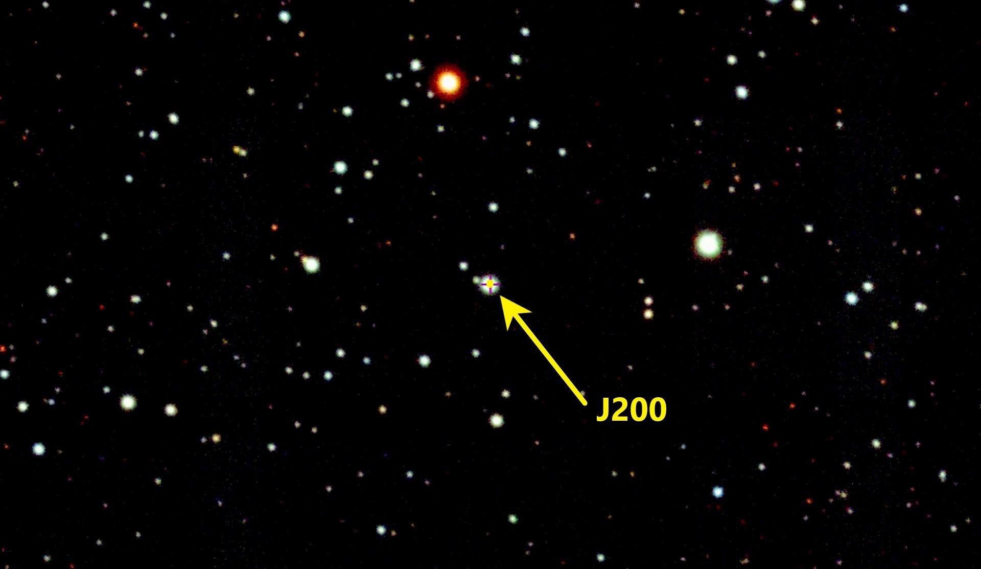 La estrella J200 en la constelación del Águila
