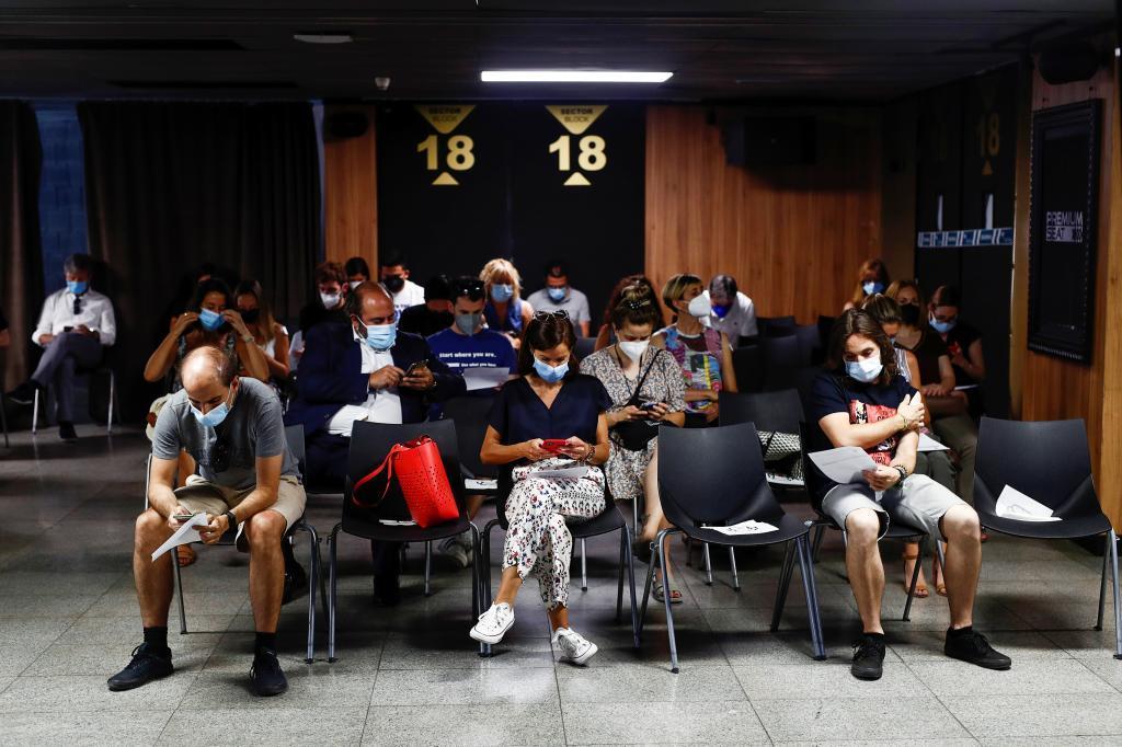 Personas recién vacunadas contra el coronavirus en Madrid