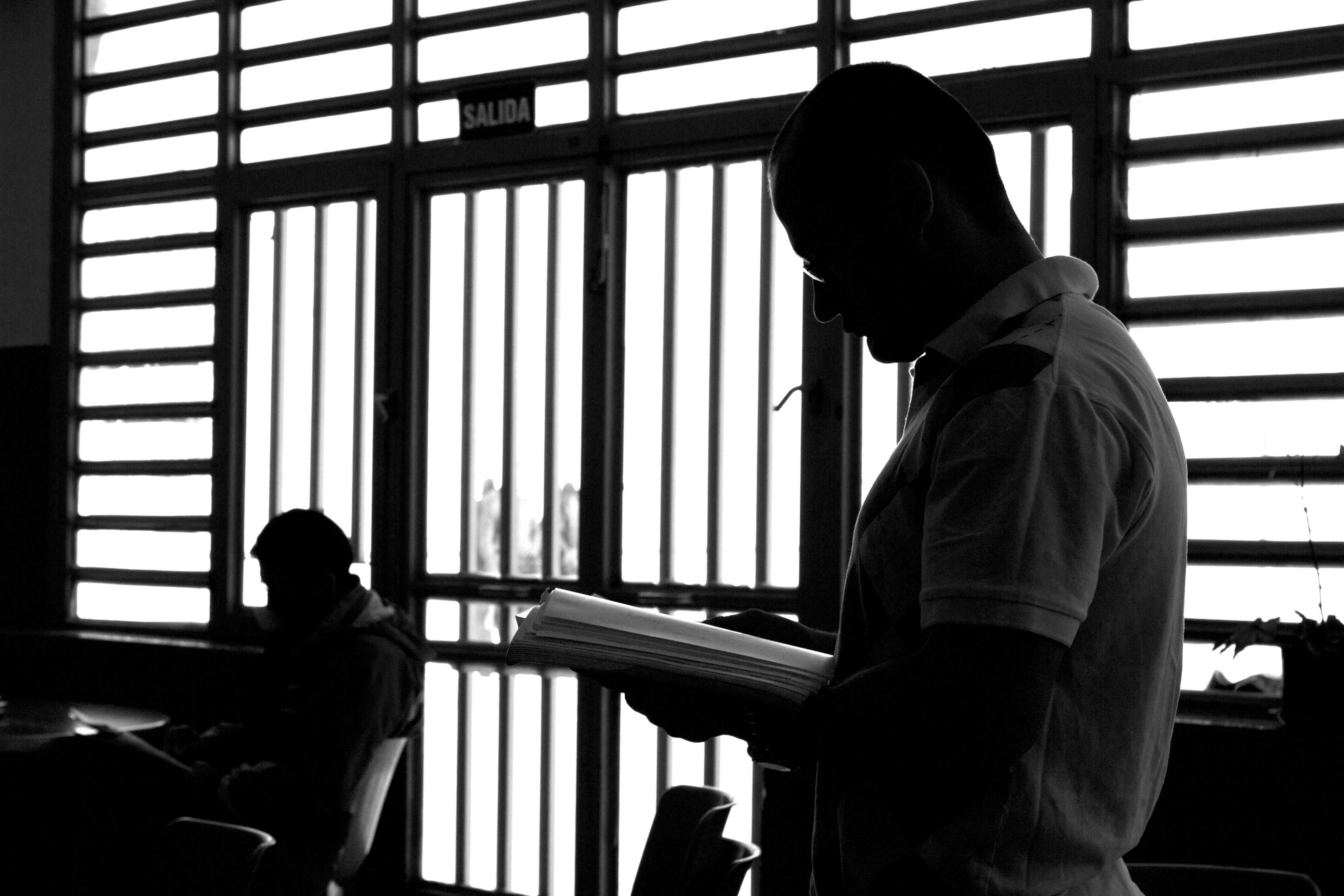 Imagen de archivo de reclusos estudiando en la cárcel de Soto del Real.