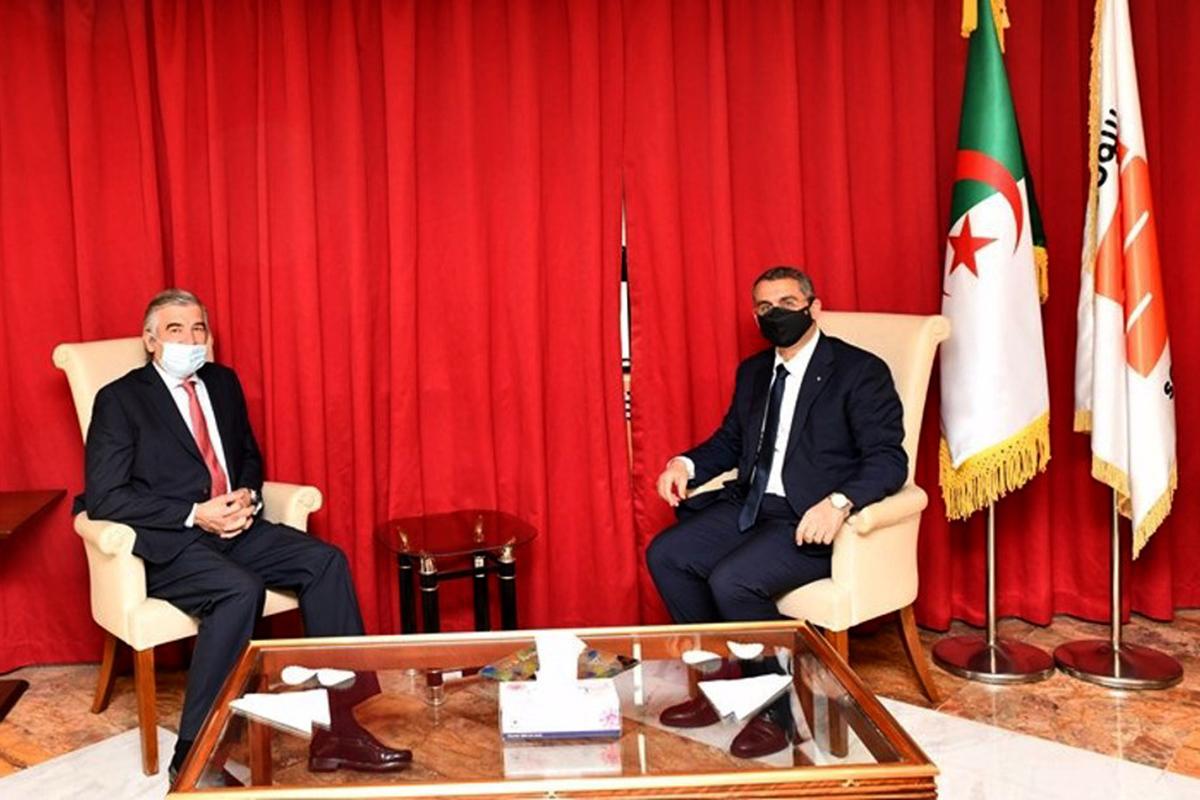 El presidente de Naturgy, Francisco Reynés, y el presidente de Sonatrach, Toufik Hakkar