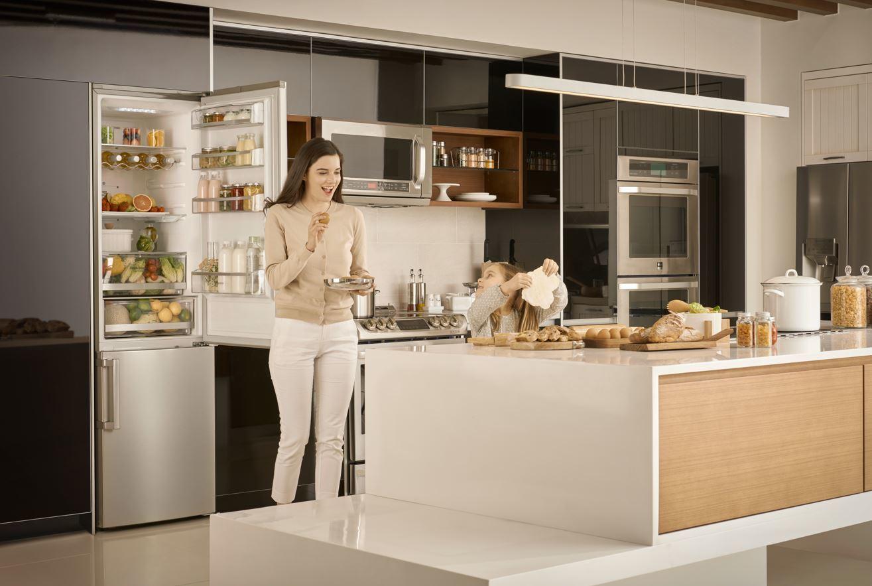 Cocina con electrodomésticos LG.