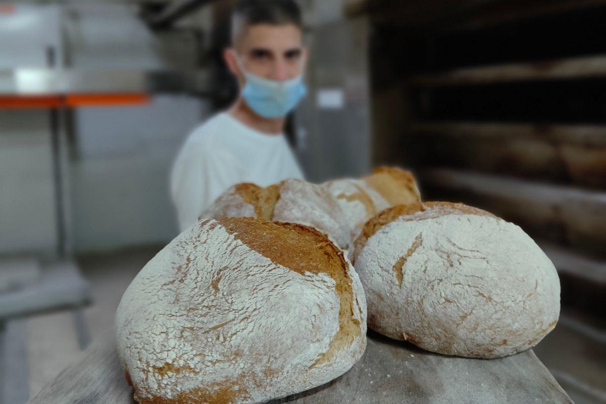 Los panes se hacen de manera artesanal.