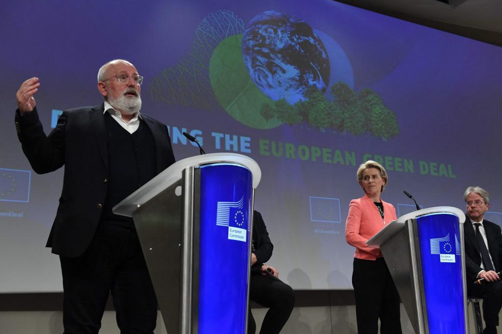 El vicepresidente de la Comisión Europea, Frans Timmermans y la Presidenta Ursula Von der Leyen