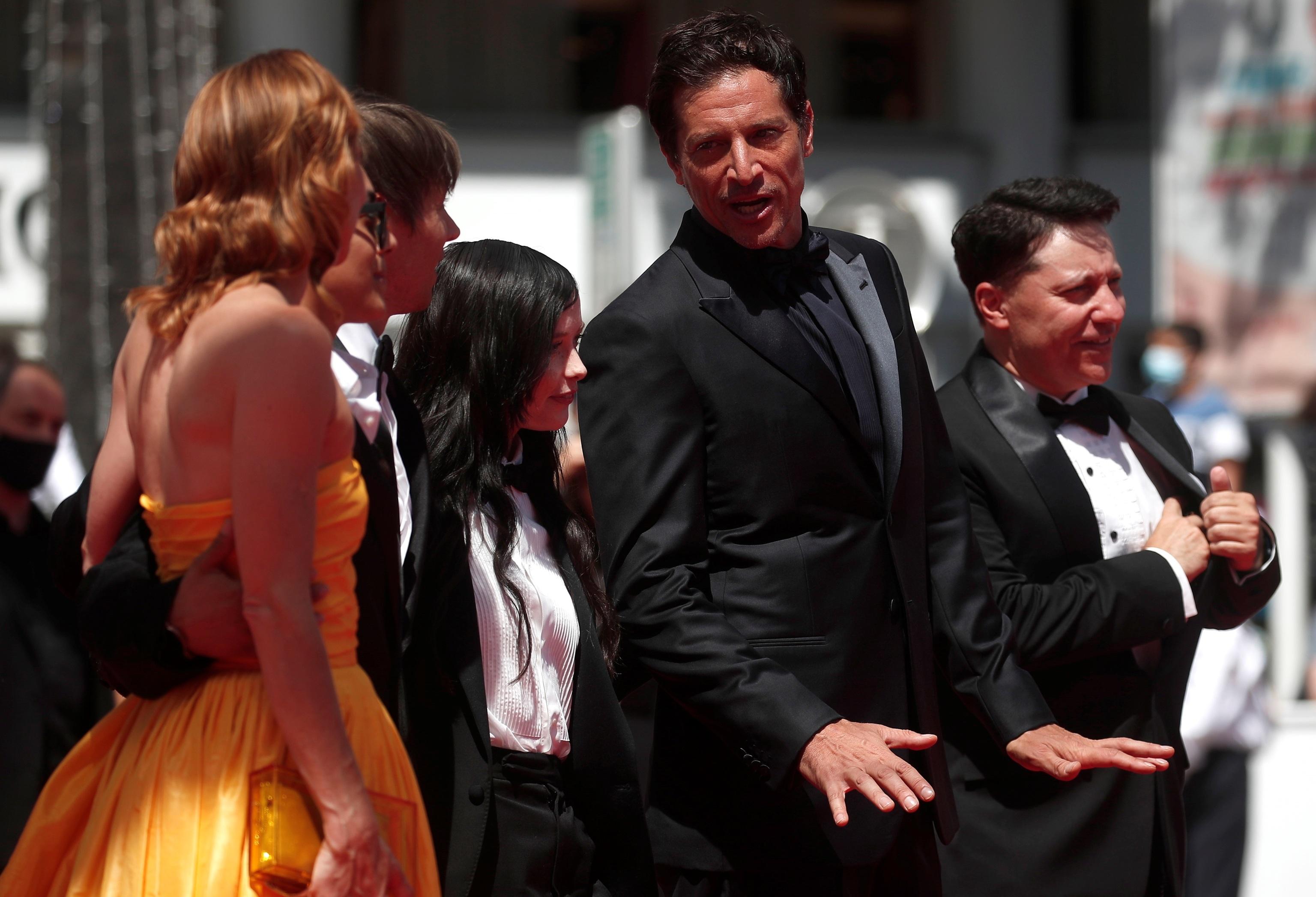 Bree Elrod, Brittney Rodriguez, Sean Baker,;, Suzanna Son, Simon Rex y Chris Bergoch presentan 'Red Rocket'.HIT gt;Cannes lt;/HIT gt;, France, 14 July 2021. The festival runs from 06 to 17 July. (Cine, Francia) EFE/EPA/IAN LANGSDON