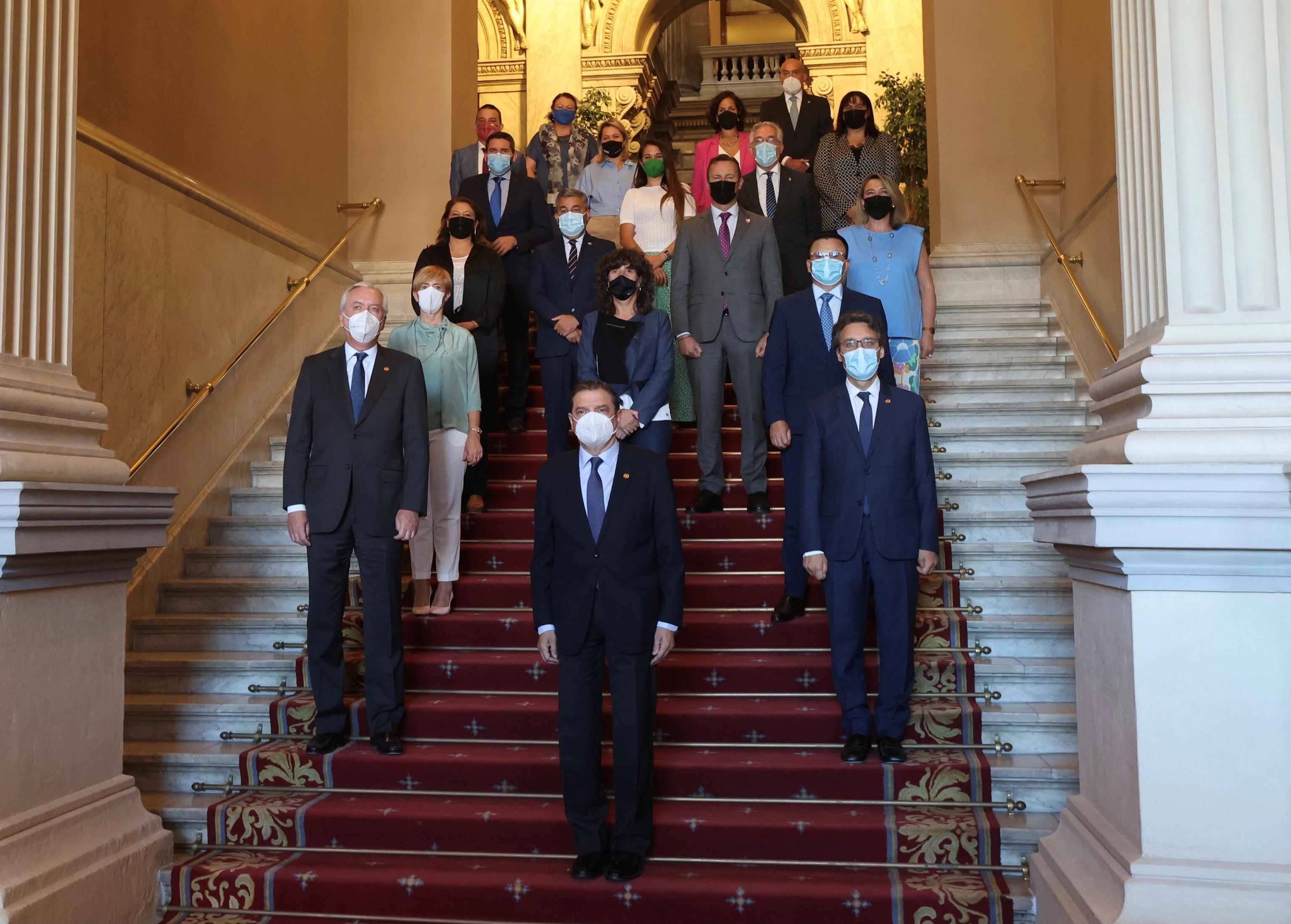 El ministro de Agricultura, Luis Planas, junto al resto de participantes autonómicos en la reunión.