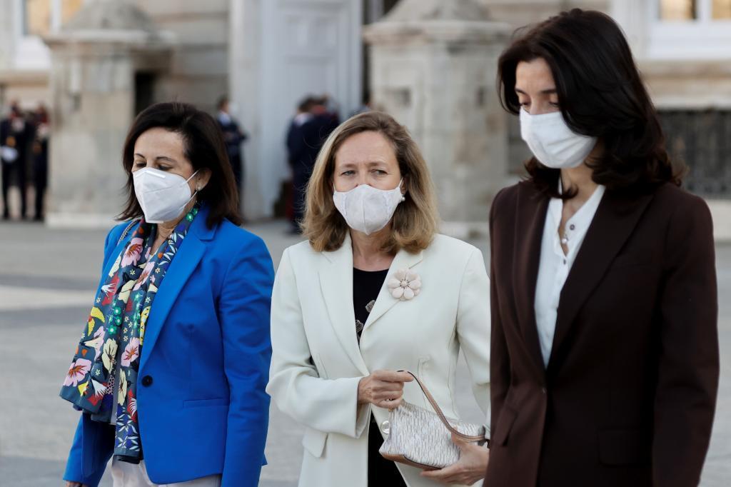 Margarita Robles, Nadia Calviño y Pilar Llop, el jueves, a su llegada al acto de homenaje de estado a las víctimas de la pandemia.