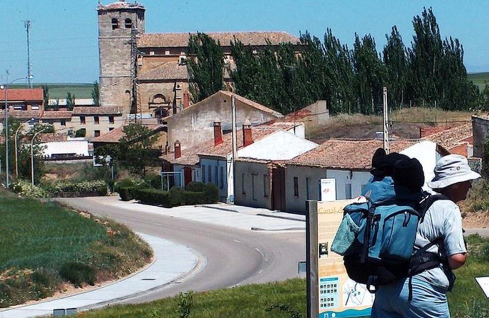 Peregrinos, a su paso por Palencia en el Camino de Santiago.