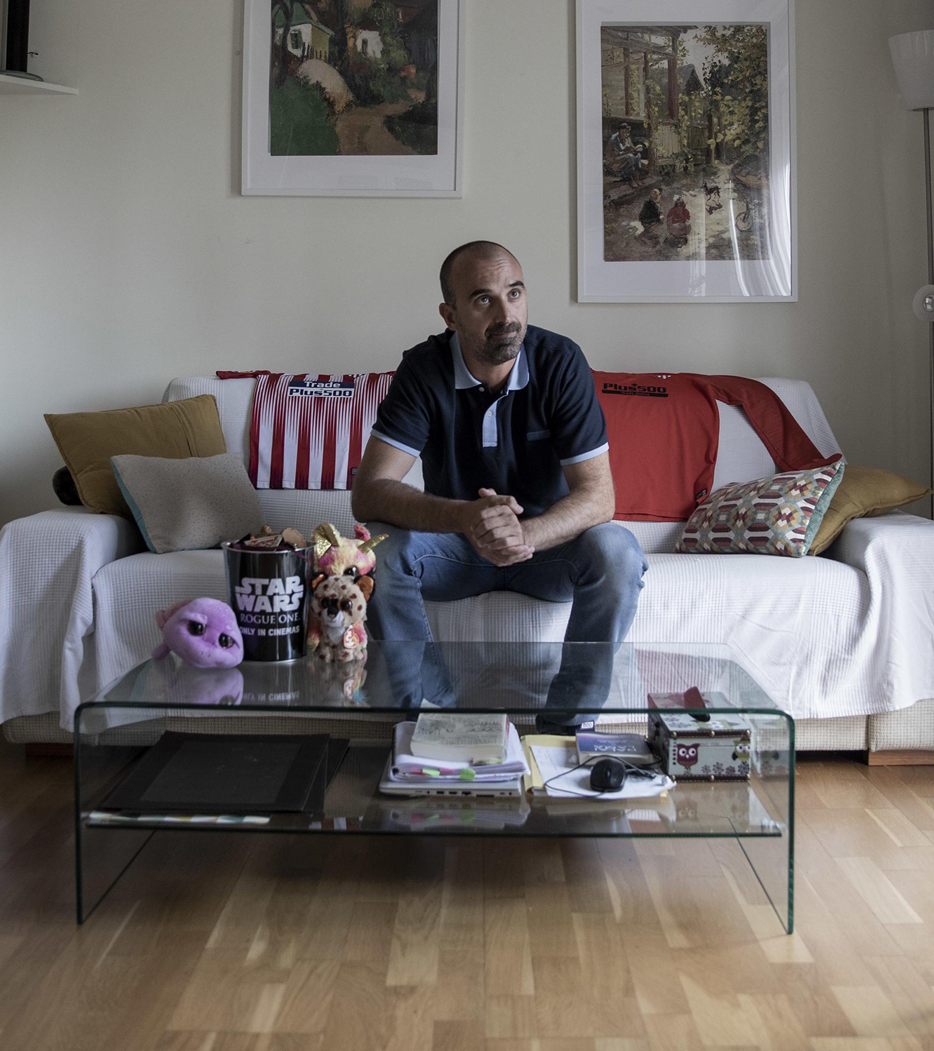 Sergio Puerto, retratado en su casa.