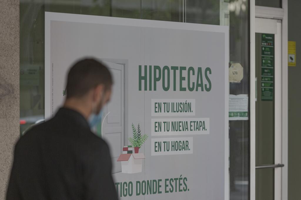 Un afiche publicitario sobre servicios de hipoteca por parte de una entidad bancaria