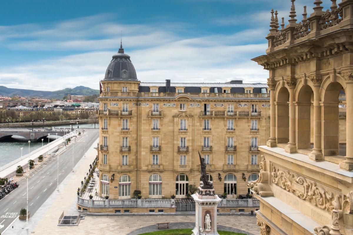 Una de las fachadas del Hotel María Cristina.
