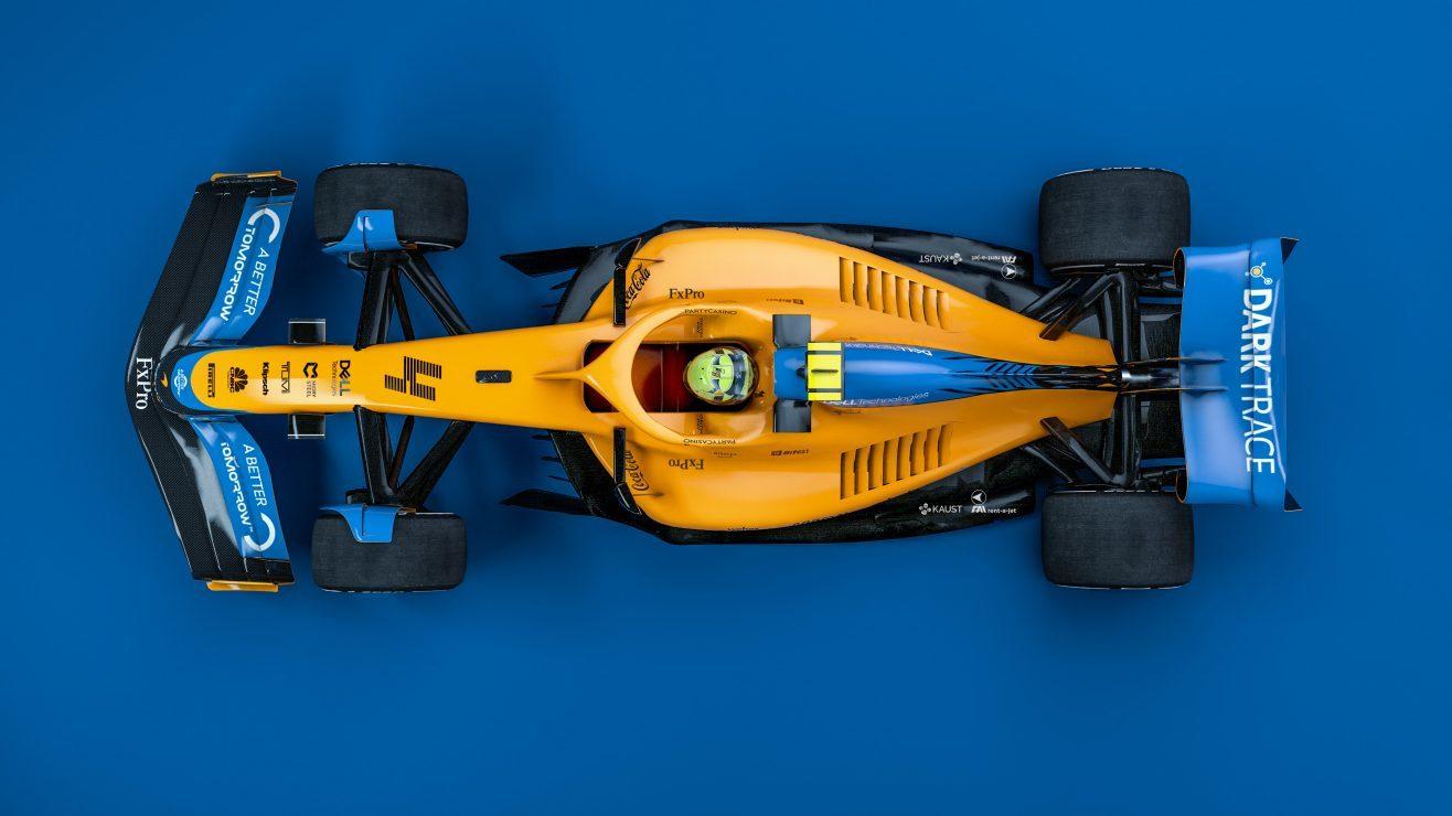 Vista cenital del coche, con la decoración de McLaren.