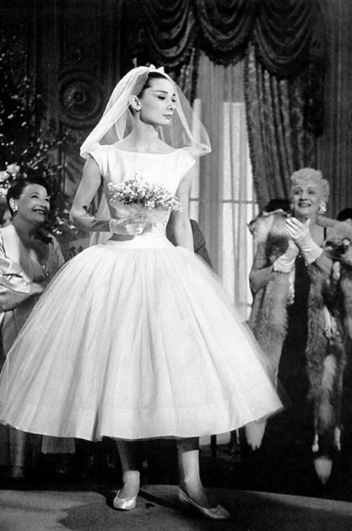 Fotograma de la película 'Una cara de ángel' Audrey con vestido diseñado por Givenchy