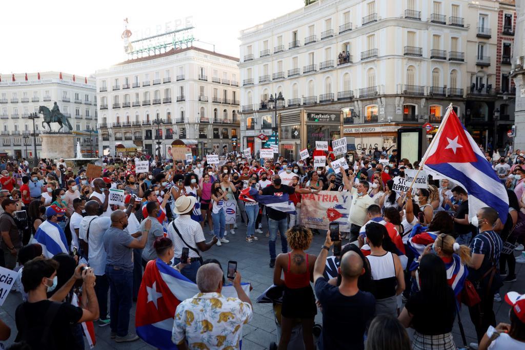 Concentración 'Por una Cuba libre' en la Puerta del Sol, este lunes en Madrid.
