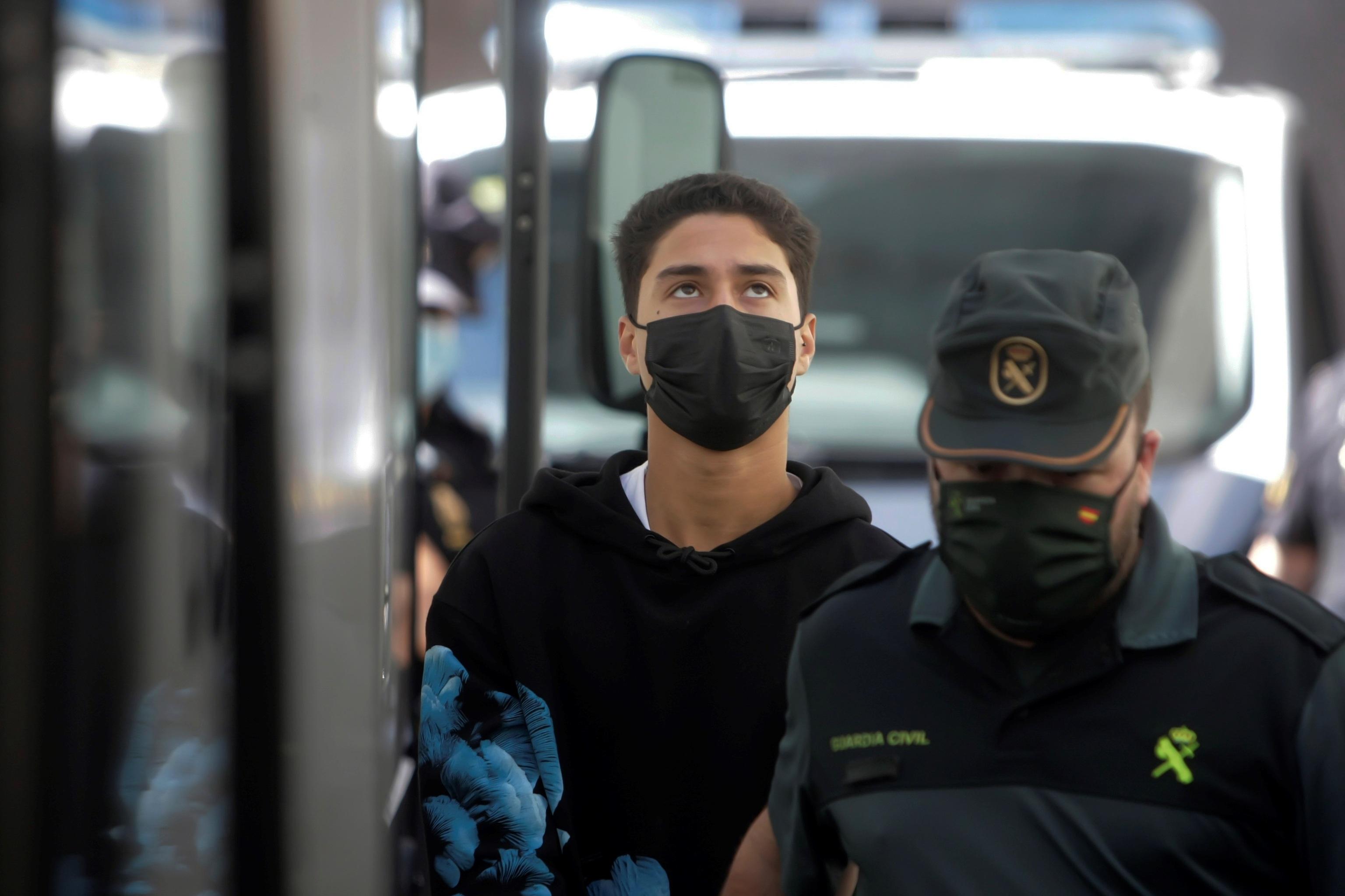Uno de los tres detenidos encarcelados por el crimen de Samuel Luiz.