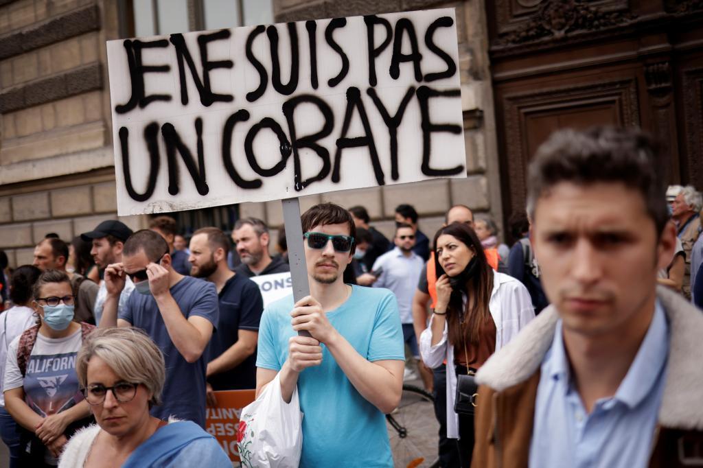 Manifestación antivacuna en París.