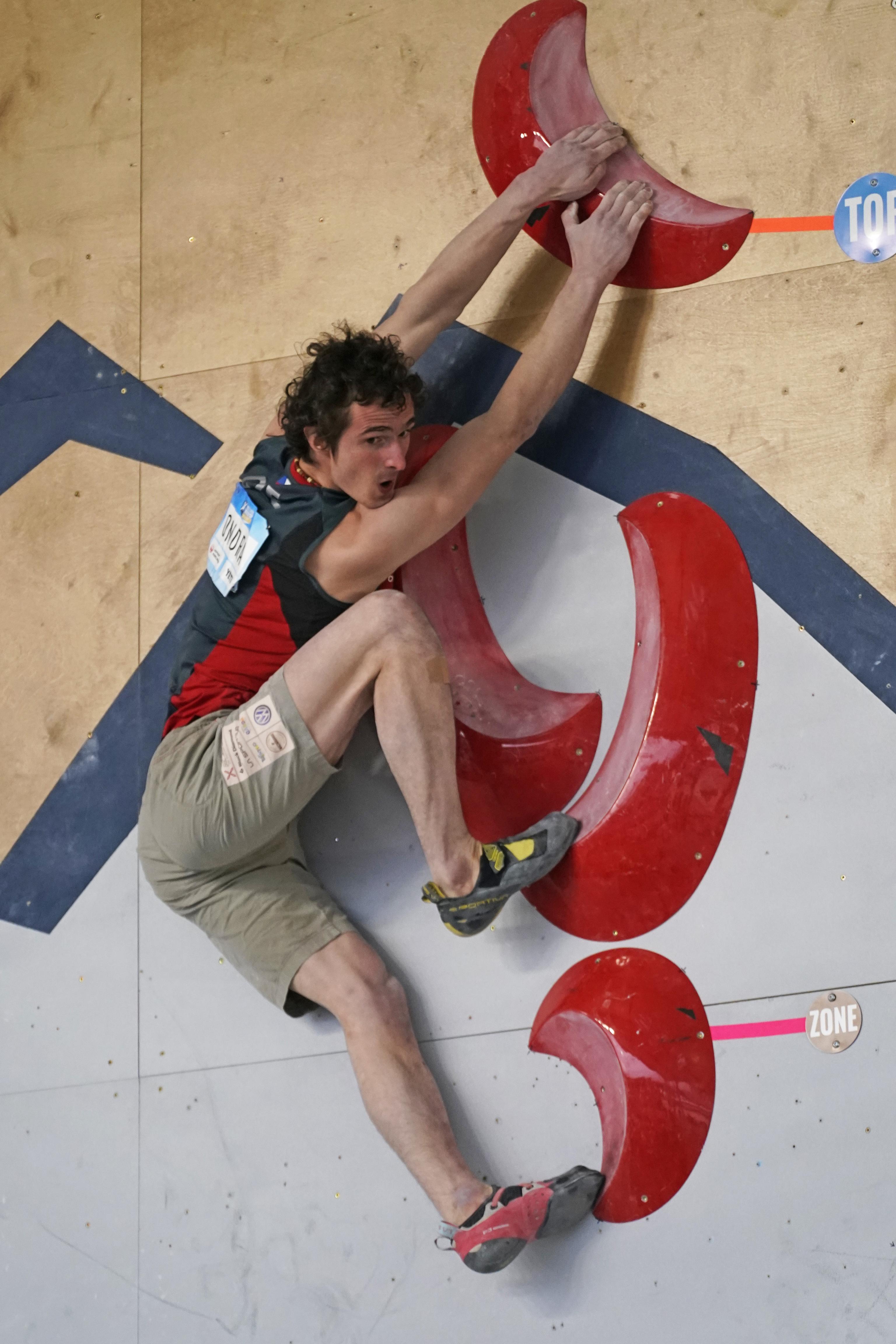 Adam Ondra, en una prueba de la Copa del Mundo.
