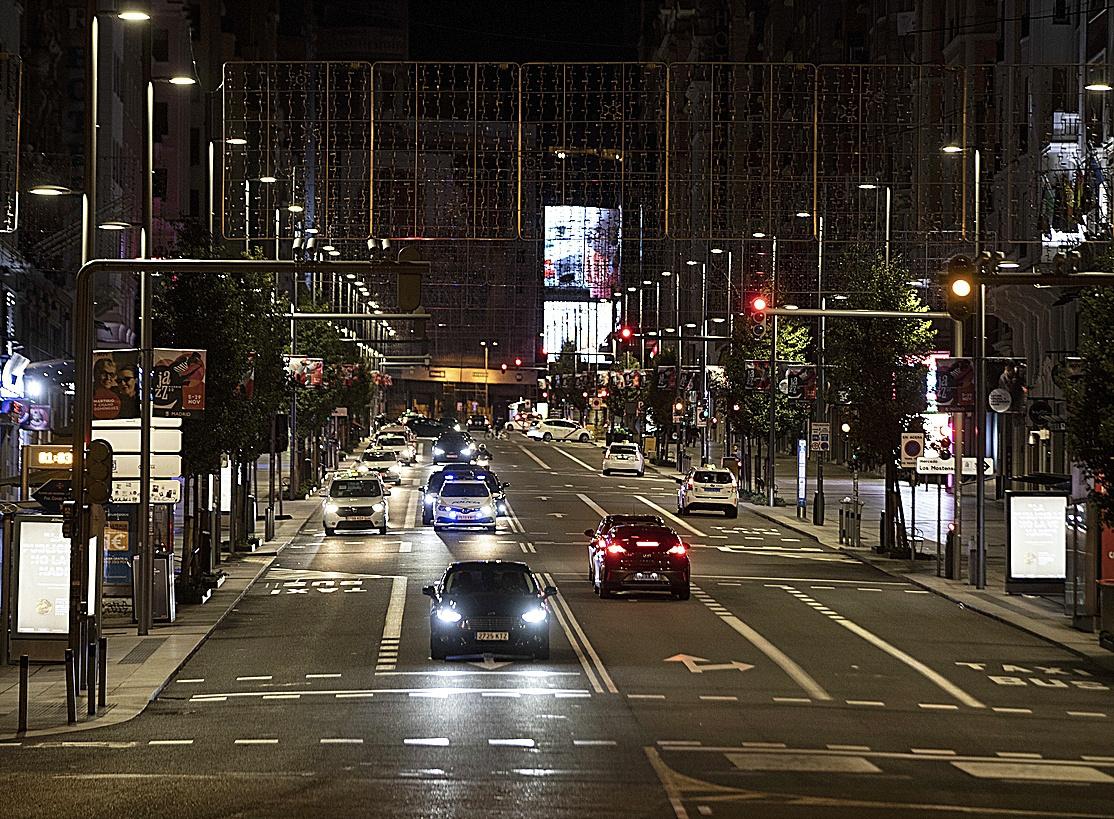 Instalación de luces en Gran Vía.