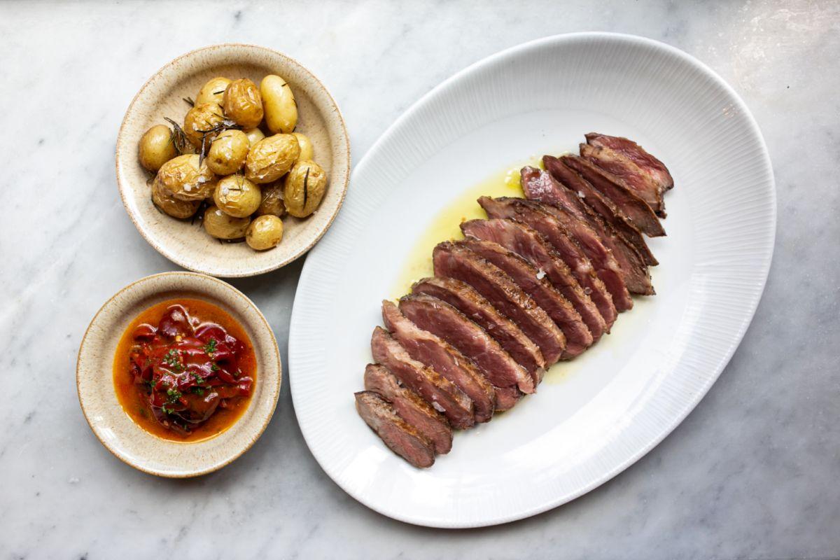 Presa ibérica Cinco Jotas, uno de los platos clásicos del chef.