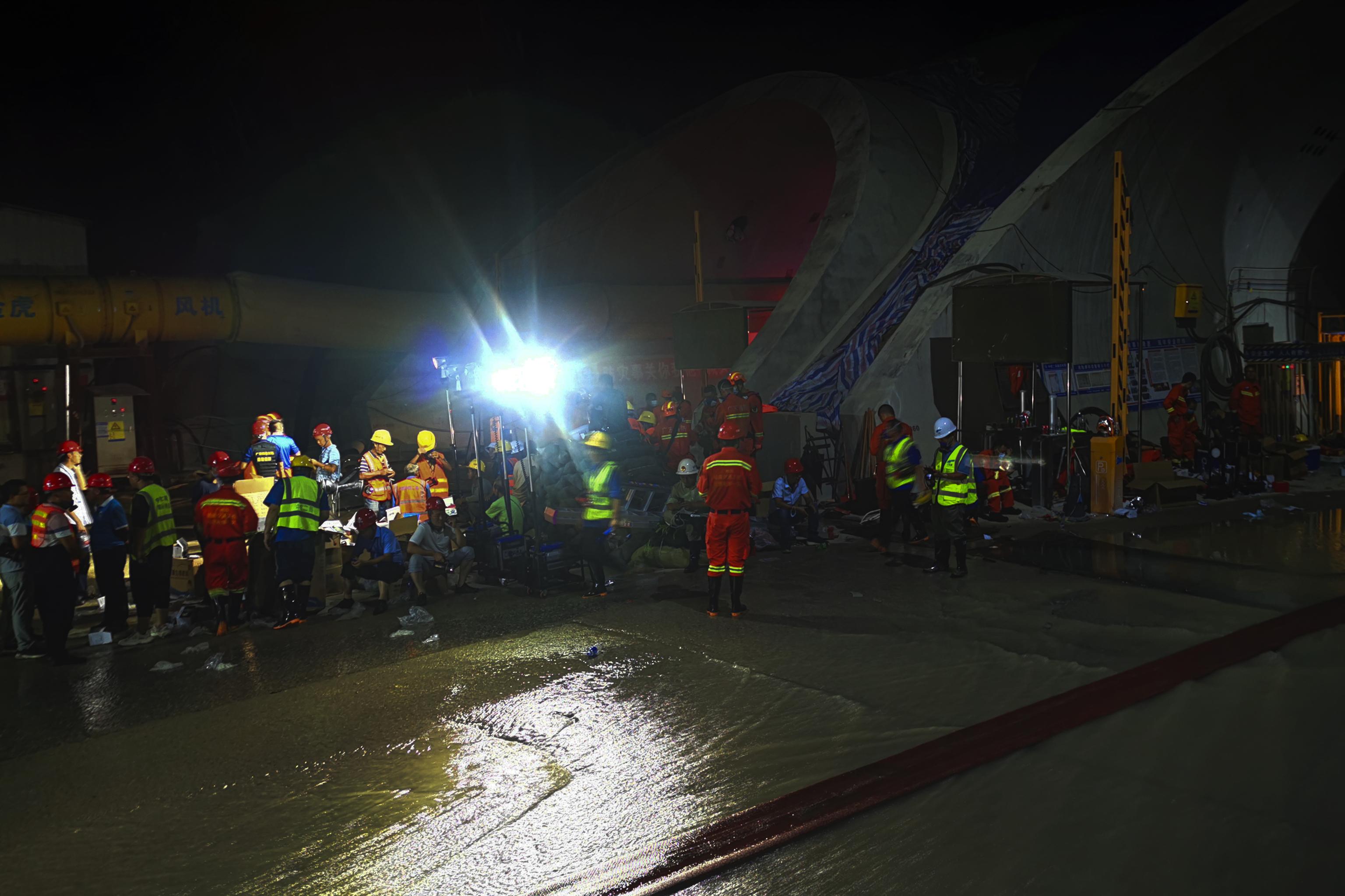 Al menos 13 obreros muertos tras la inundación de un túnel en el sur de China