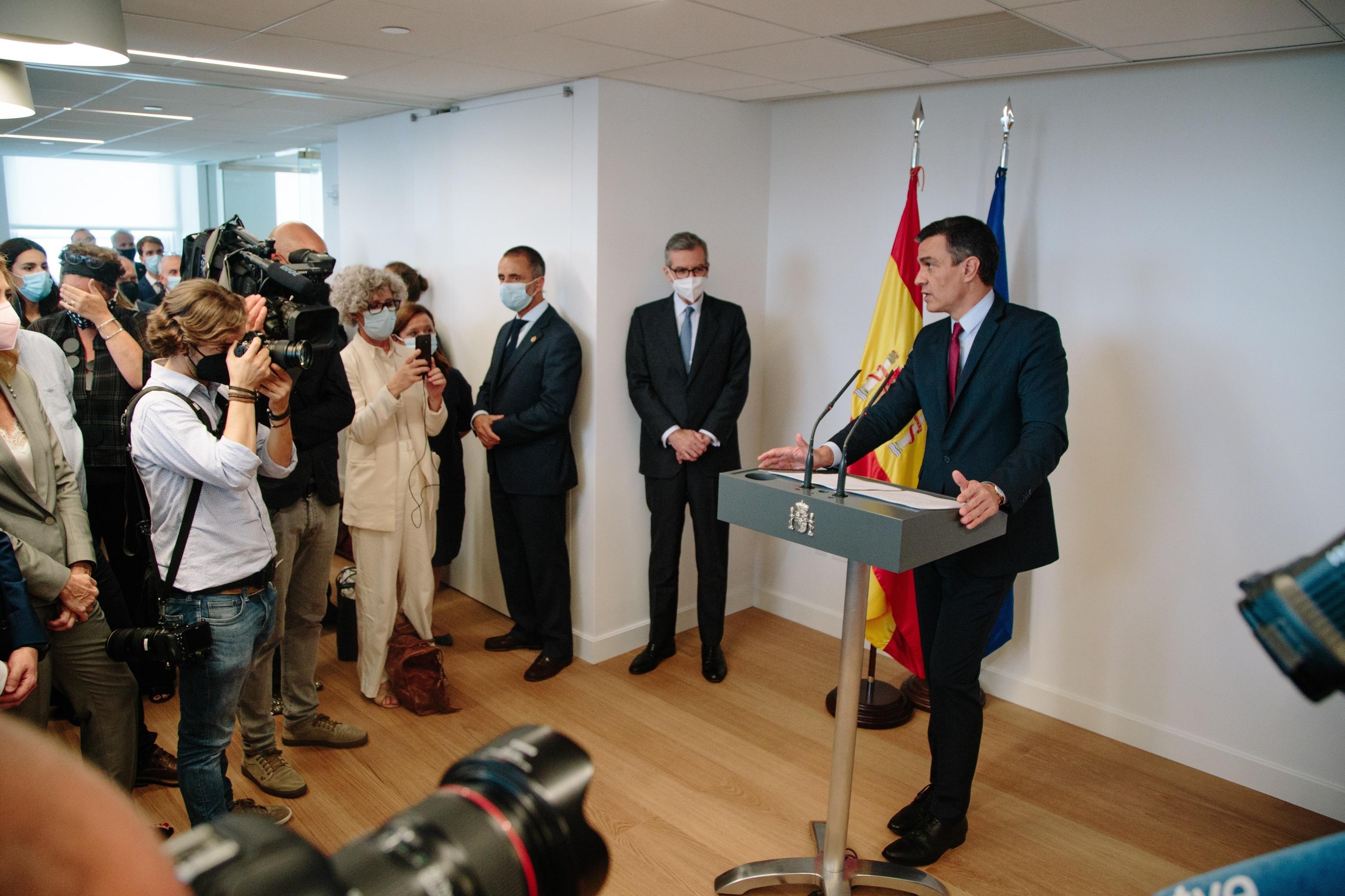 """Pedro Sánchez: \""""Soy un político que cumple; la oposición sólo grita\"""""""