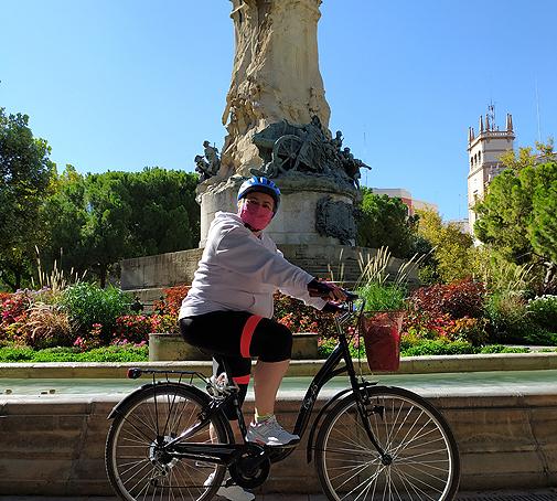 María Rasal camina a diario y hace bicicleta.