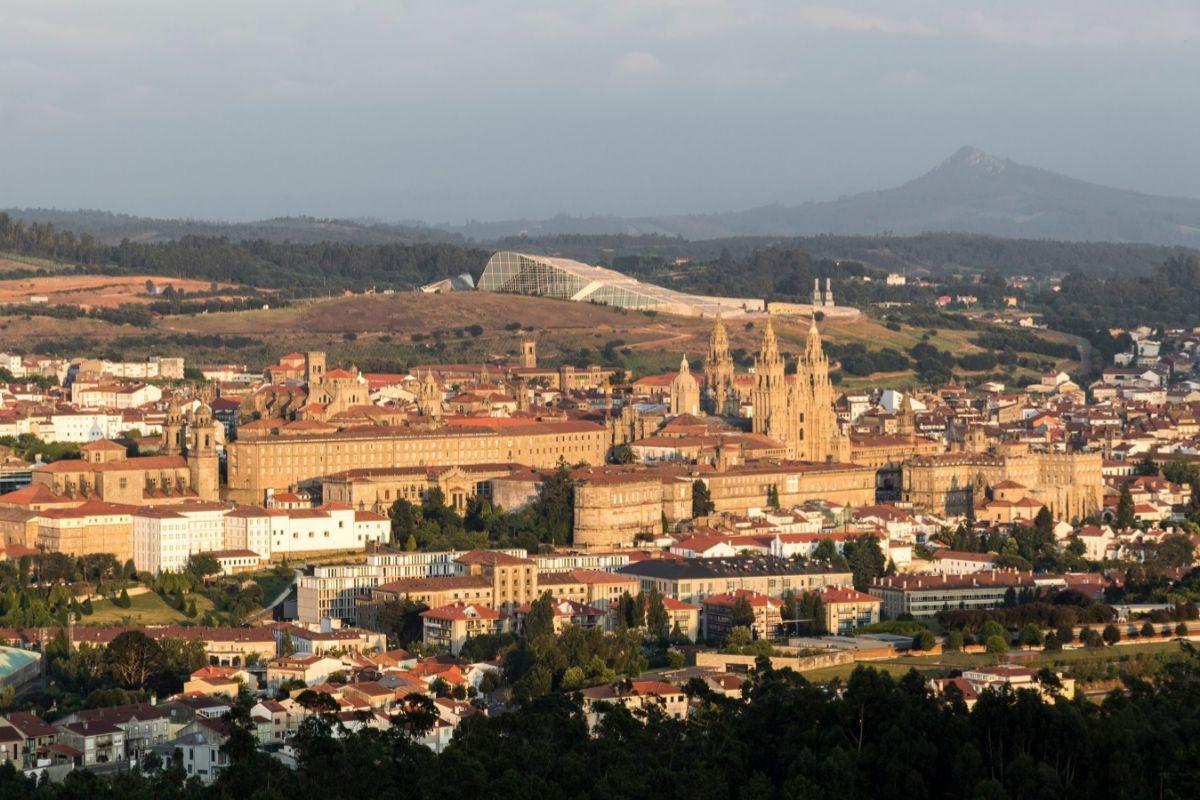 La ciudad desde el Monte Pedroso.