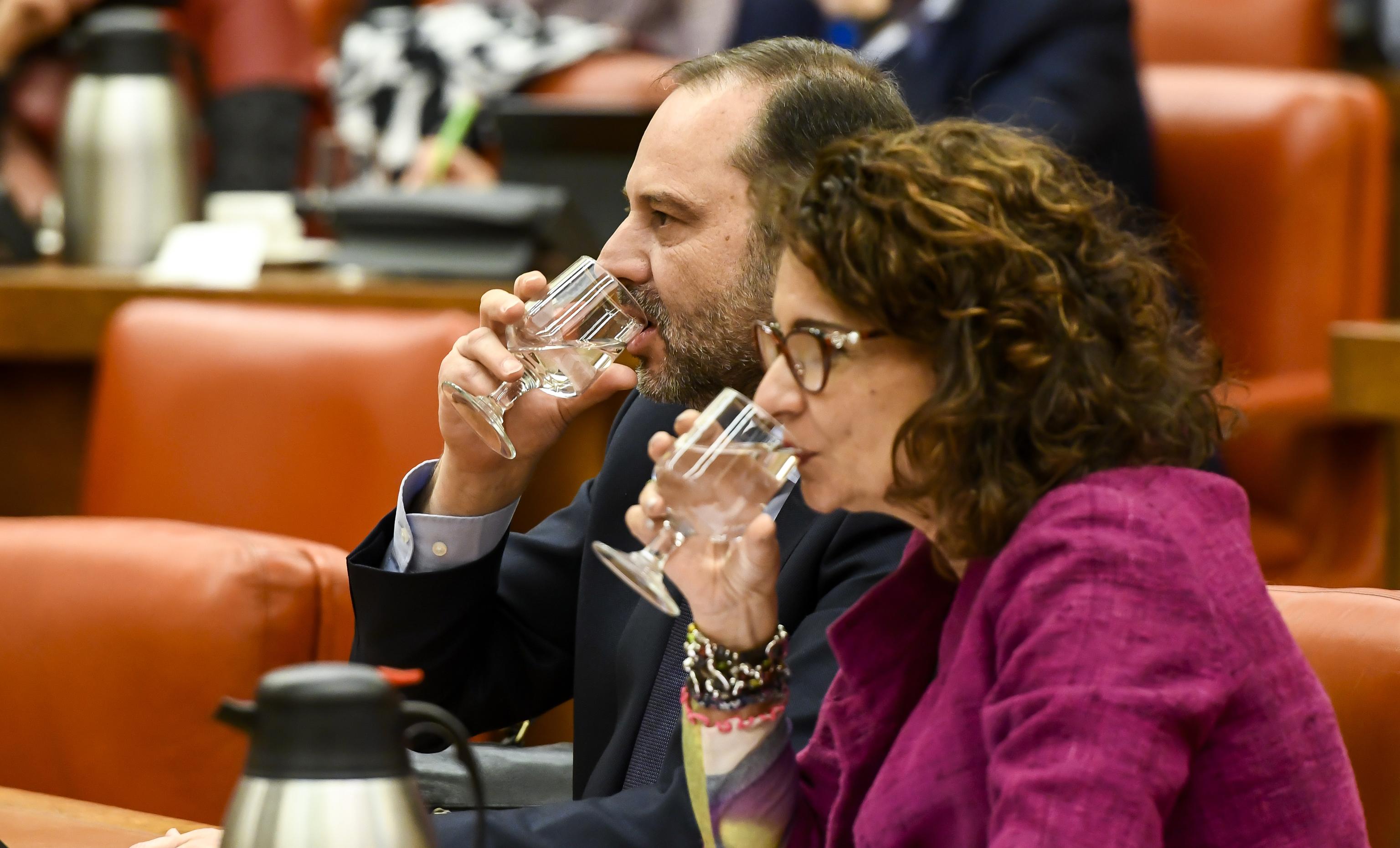 La ministra de Hacienda, María Jesús Montero, y el exministro de Transportes, José Luis Ábalos.
