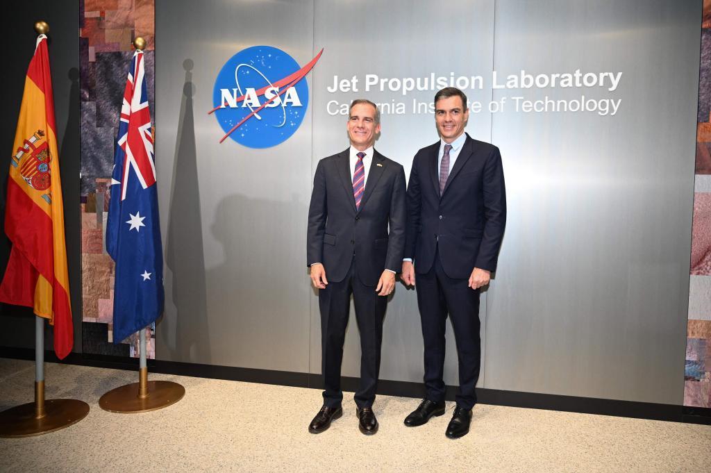 Pedro Sánchez, este jueves con el alcalde de Los Ángeles en el Jet Propulsion Laboratory.