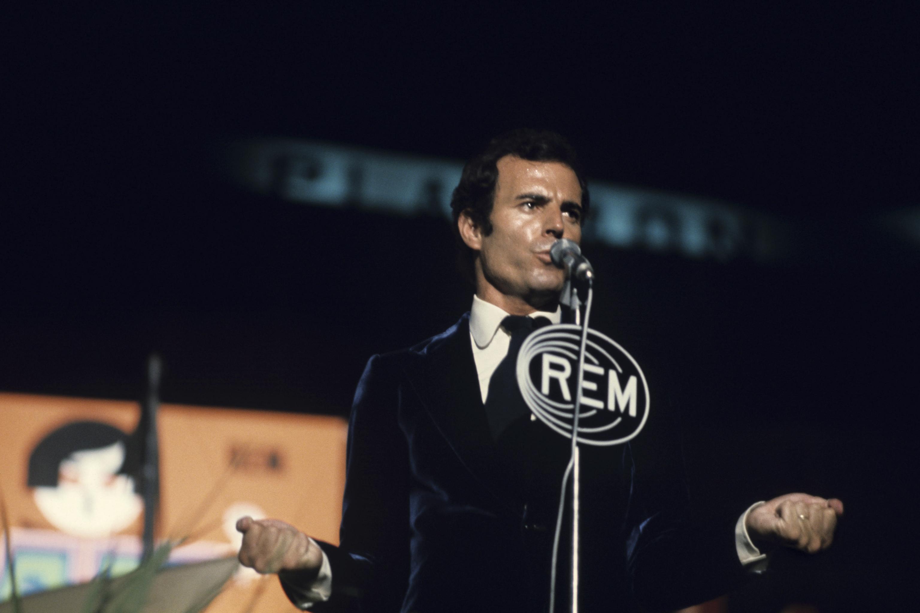 Julio Iglesias, en Benidorm, en 1973.