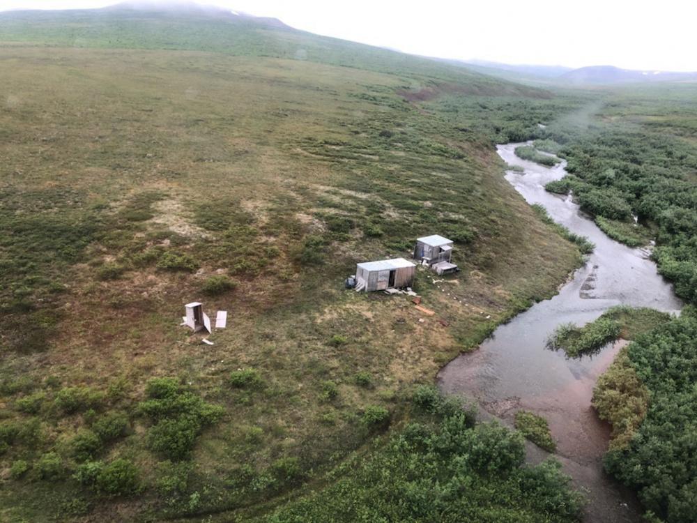 Imagen facilitada por la Guardia Costera de Estados Unidos del campamento del que fue rescatado el hombre.