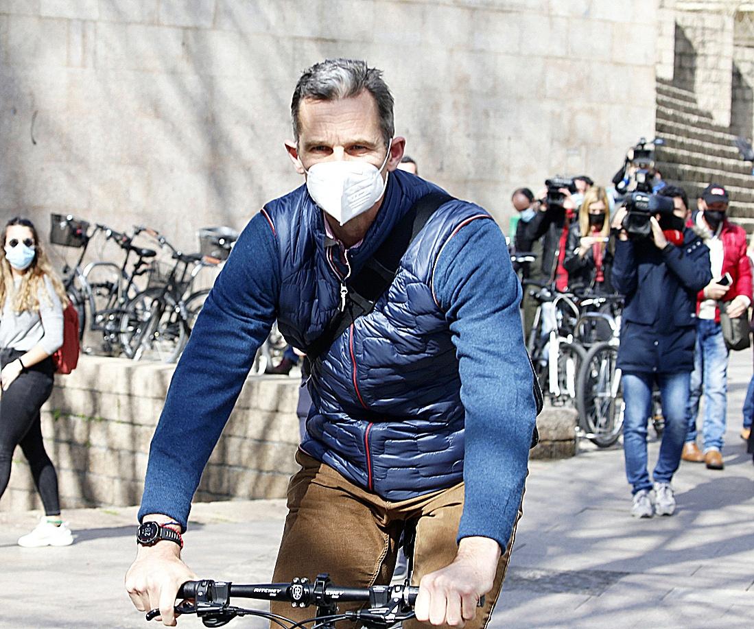 Iñaki Urdangarin por las calles de Vitoria