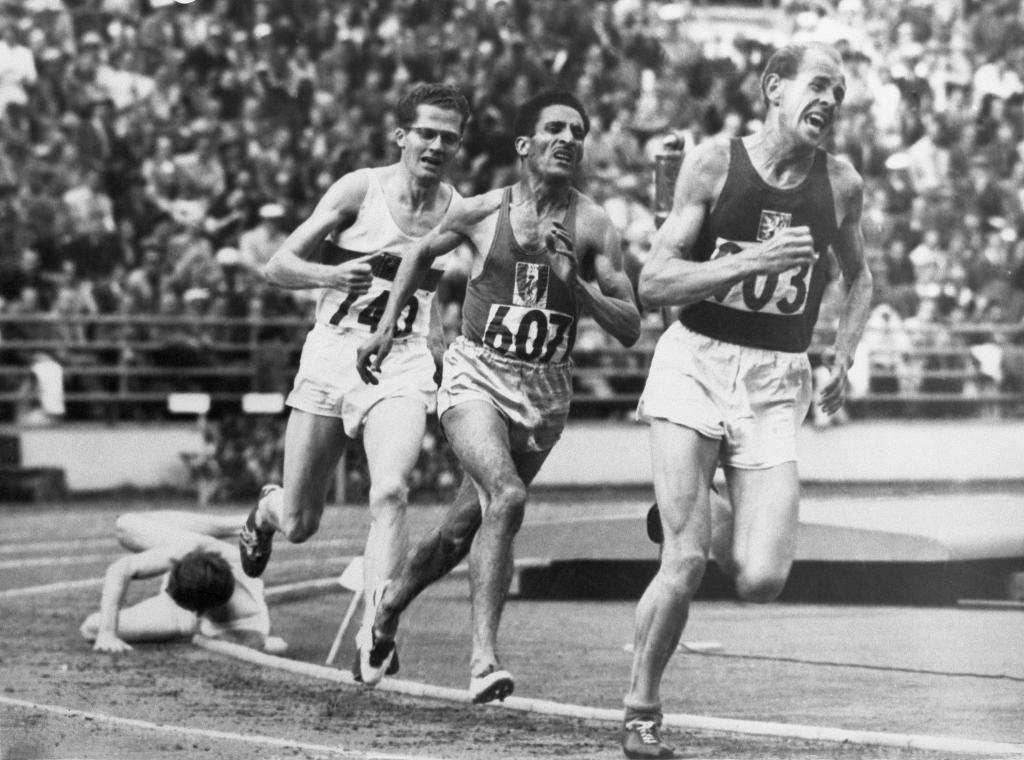 Zatopek en el 5000 metros de Helsinki 1952.