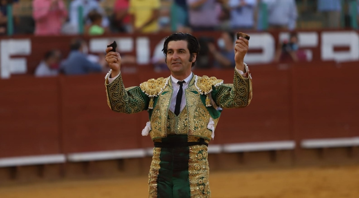 """El gesto de Morante con los veraguas de Prieto de la Cal cuelga el """"no hay billetes"""" en El Puerto una semana antes"""