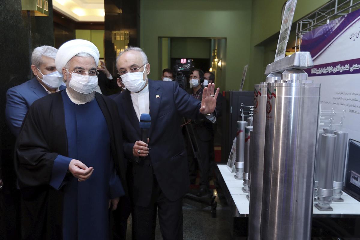 Hasan Rohani visita una instalación nuclear.