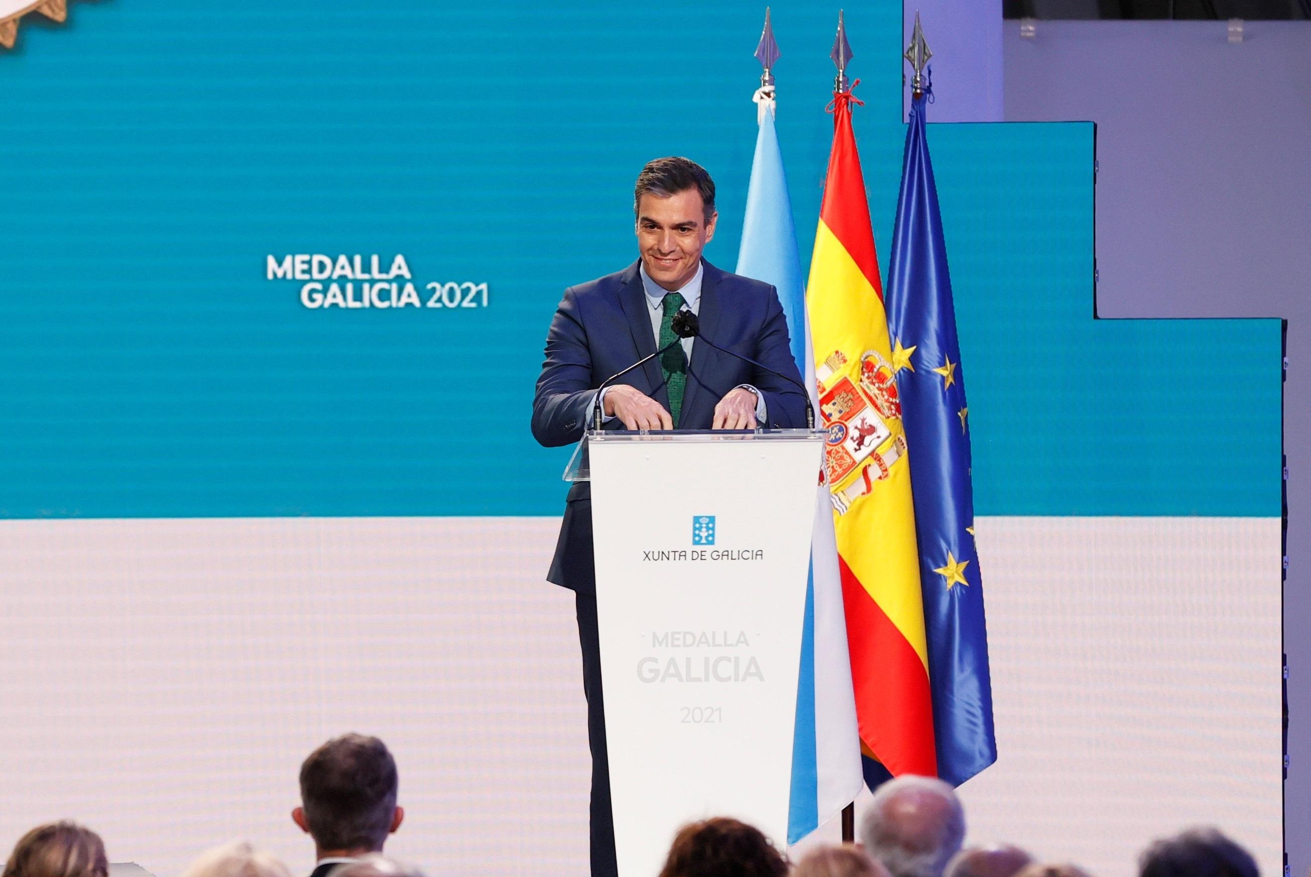 Sánchez anuncia que el Gobierno aprobará el martes una «drástica reducción» de los peajes de la AP-9