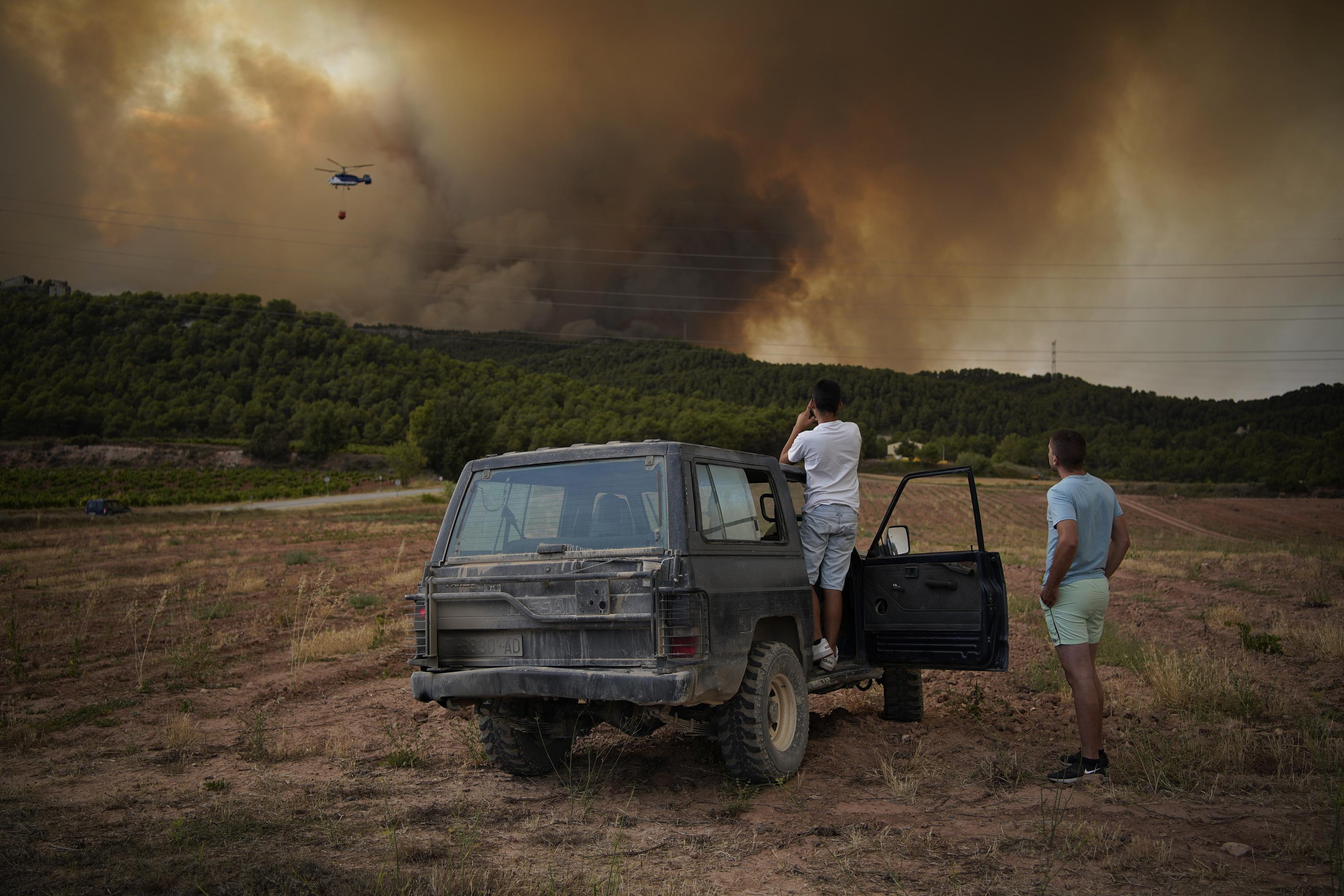 incendio forestal en Santa Coloma de Queralt, cerca de Tarragona, con 1.200 hectáreas de bosque afectadas por las llamas.
