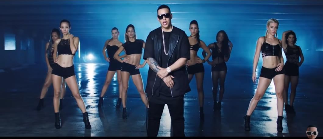 Daddy Yankee en el videoclip Shaky Shaky.