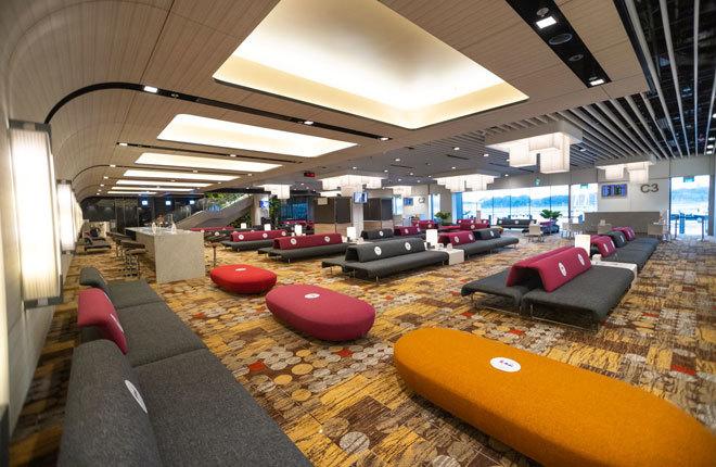 Sala de espera de la terminal del aeropuerto Changi, sede de Singapore Airlines.