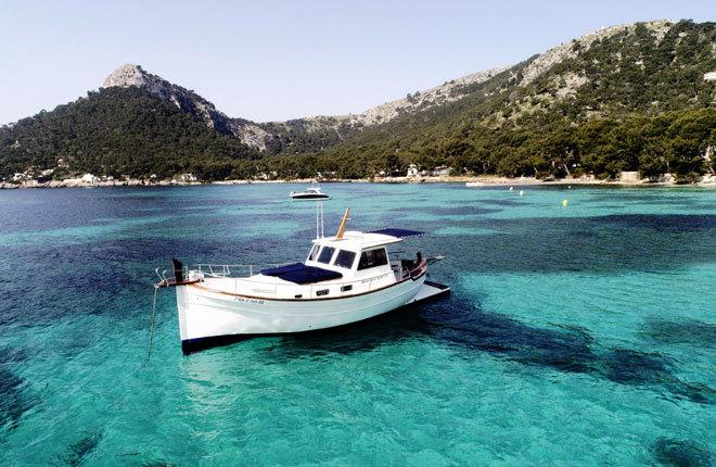 Un paseo en yate o catamarán por la isla de Mallorca no puede faltar.