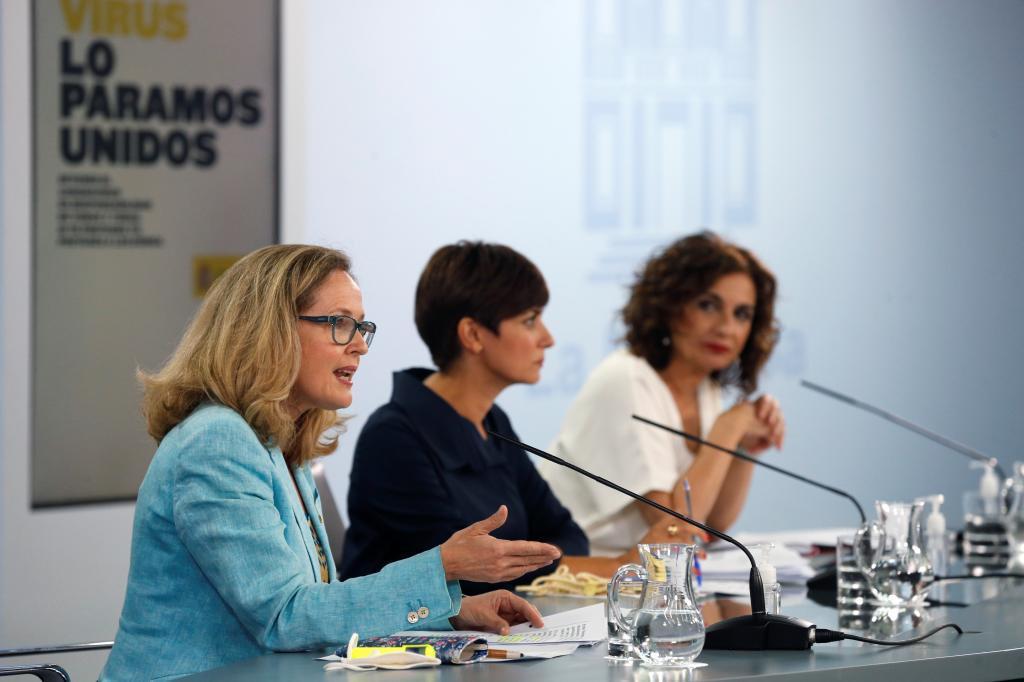 La vicepresidenta de Asuntos Económicos, Nadia Calviño, la portavoz del Gobierno, Isabel Rodríguez, y la ministra de Hacienda, María Jesús Montero.