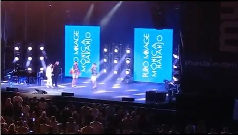 La pedida de mano en el concierto de Mónica Naranjo