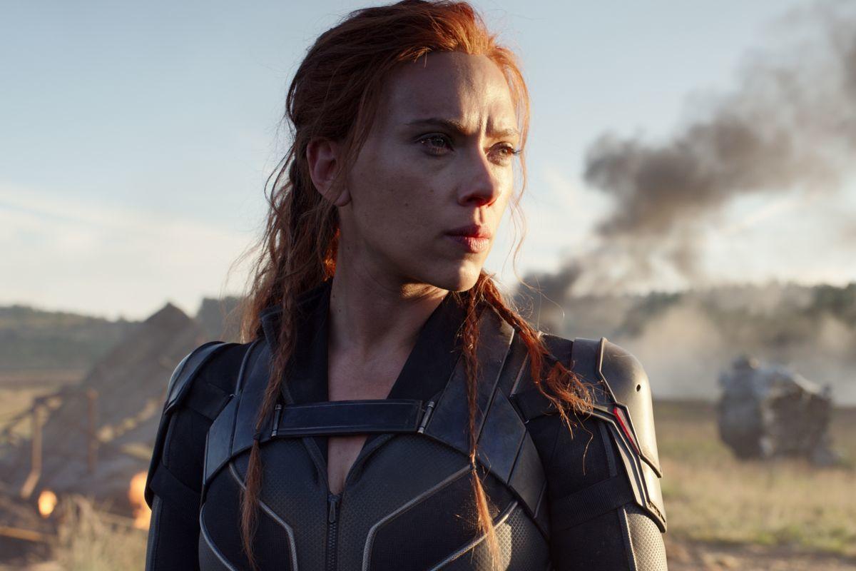 El tráiler honesto de Viuda Negra que muestra todas las veces que Natasha debería haber muerto en la película