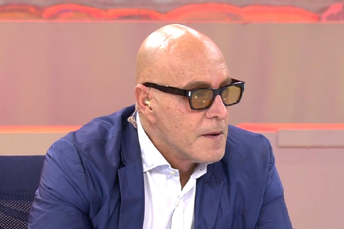 Kiko Matamoros aparece con gafas de sol en Sálvame y se derrumba tras un comentario.